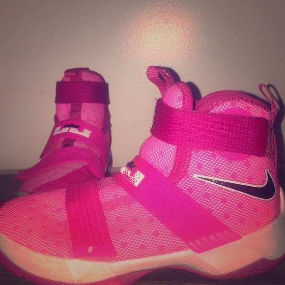 more photos 98cc4 4a234 Girls Nike Lebron James Pink Basketball shoes. M 5b5e1b17f41452cee2578f3f